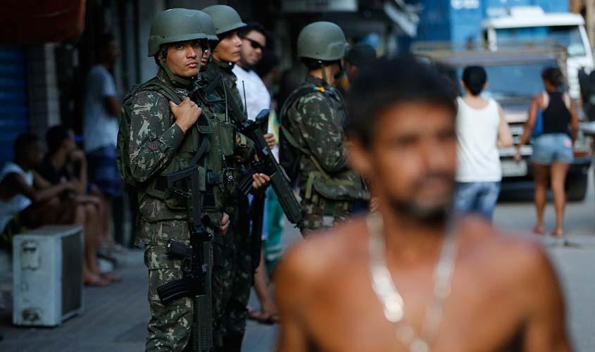 Temer sanciona lei que autoriza Justiça Militar julgar morte de civil