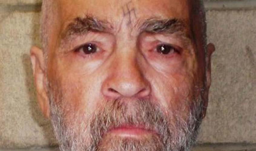 Assassino Charles Manson morre aos 83 anos nos EUA