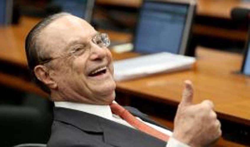 Paulo Maluf tem mandato de deputado suspenso na Câmara