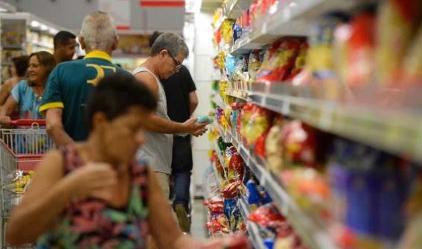 Confiança do consumidor cai 1,4 ponto em fevereiro ante janeiro, aponta FGV