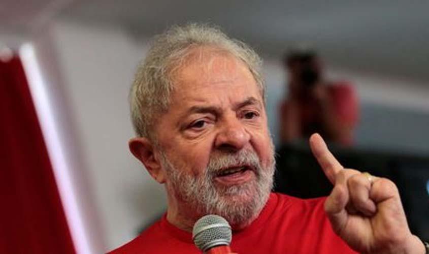 Lula está proibido de sair do Brasil