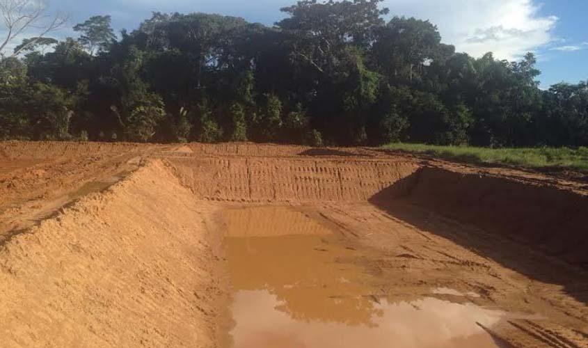 Prefeitura inicia escava o de tanques para produ o de for Tanques para cria de tilapia